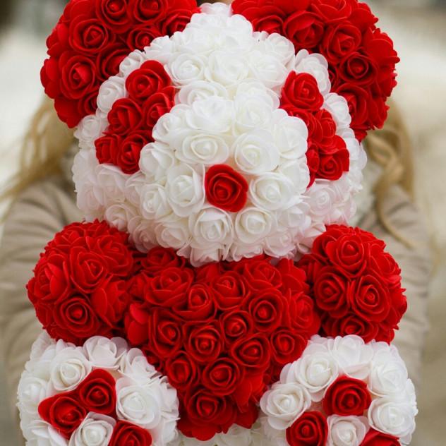 Панда из роз с сердцем 40см